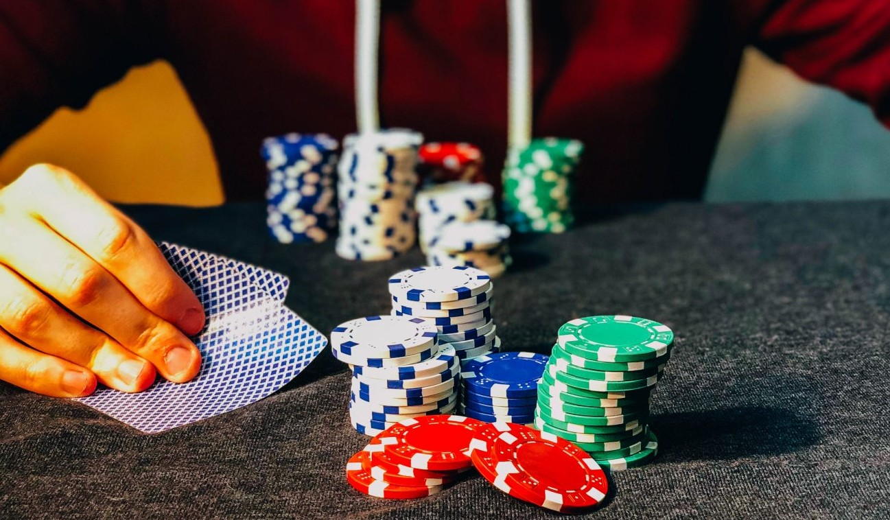 Want to Make Smarter Decisions? Think Like a Poker Player